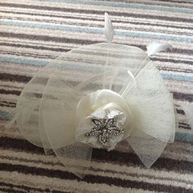 Ivory Diamanté Flower Fascinator.