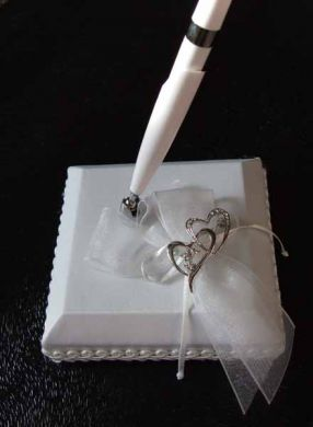 Sweethearts White Pen & Holder